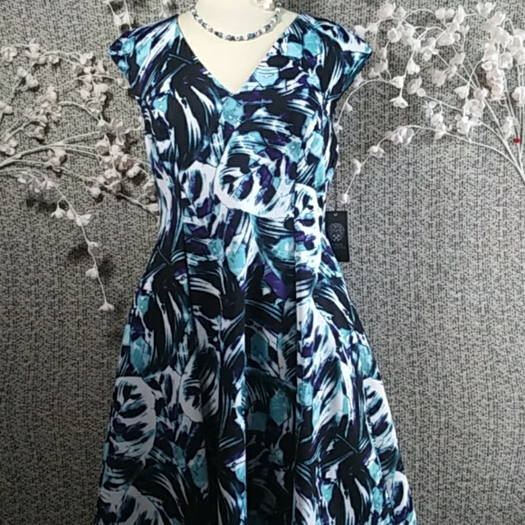 Vince Camuto Dresses & Skirts - NWT Vince Camuto Abstract Floral Fit & Flare